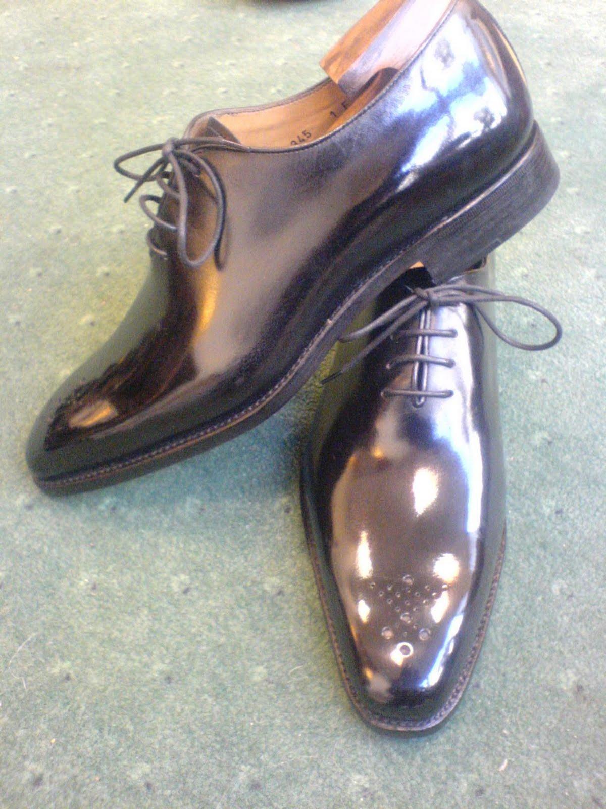 74fd7e8f20db25 Salon cireur TALON ROUGE © Paris: Glaçage d'une paire de chaussure ...
