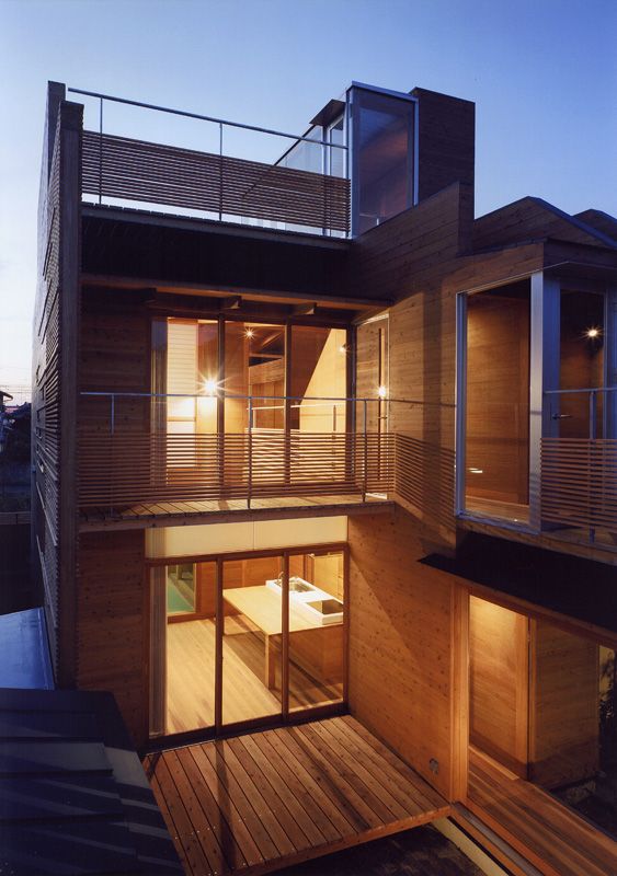 2+Japanese+Wooden+Houses+courtyard+multi level+decks+and+a+loft - 39+ Modern Small Wooden House Design PNG