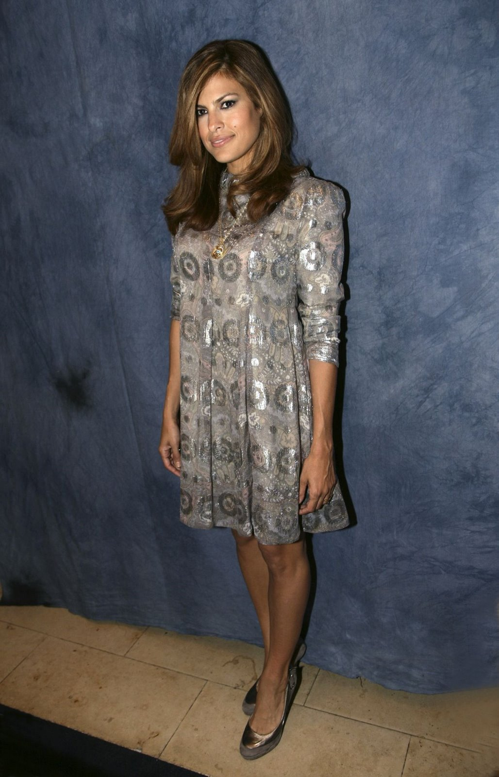 Eva Mendes is rocking a little silver dress.