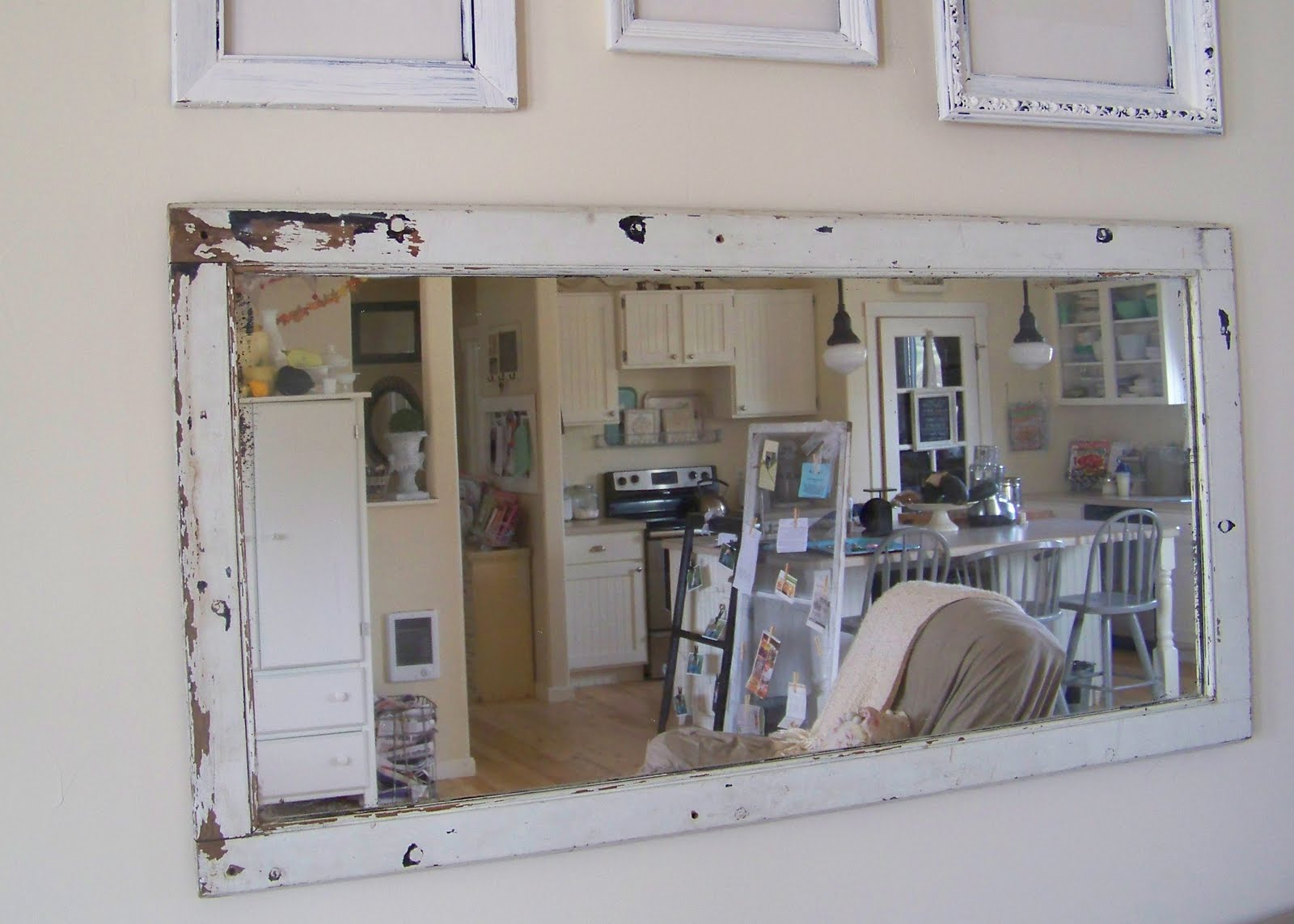 Well known Using old window frames to decorate