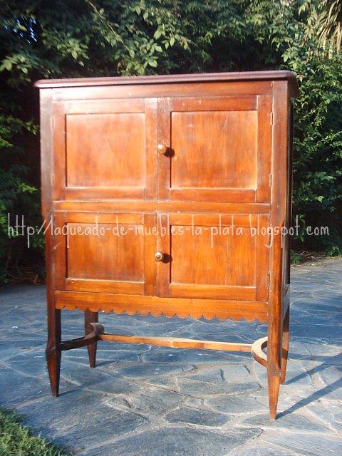 Enccerar un mueble de madera