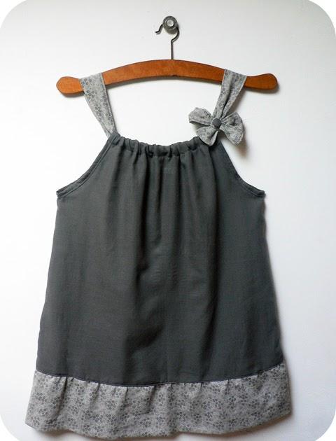 id es travaux manuels blouse bretelle pour petite fille. Black Bedroom Furniture Sets. Home Design Ideas