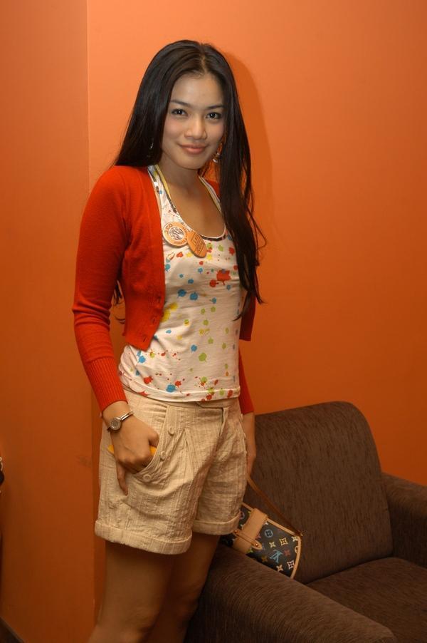 Titi Kamal Sexy And Stylish Actress Indonesia