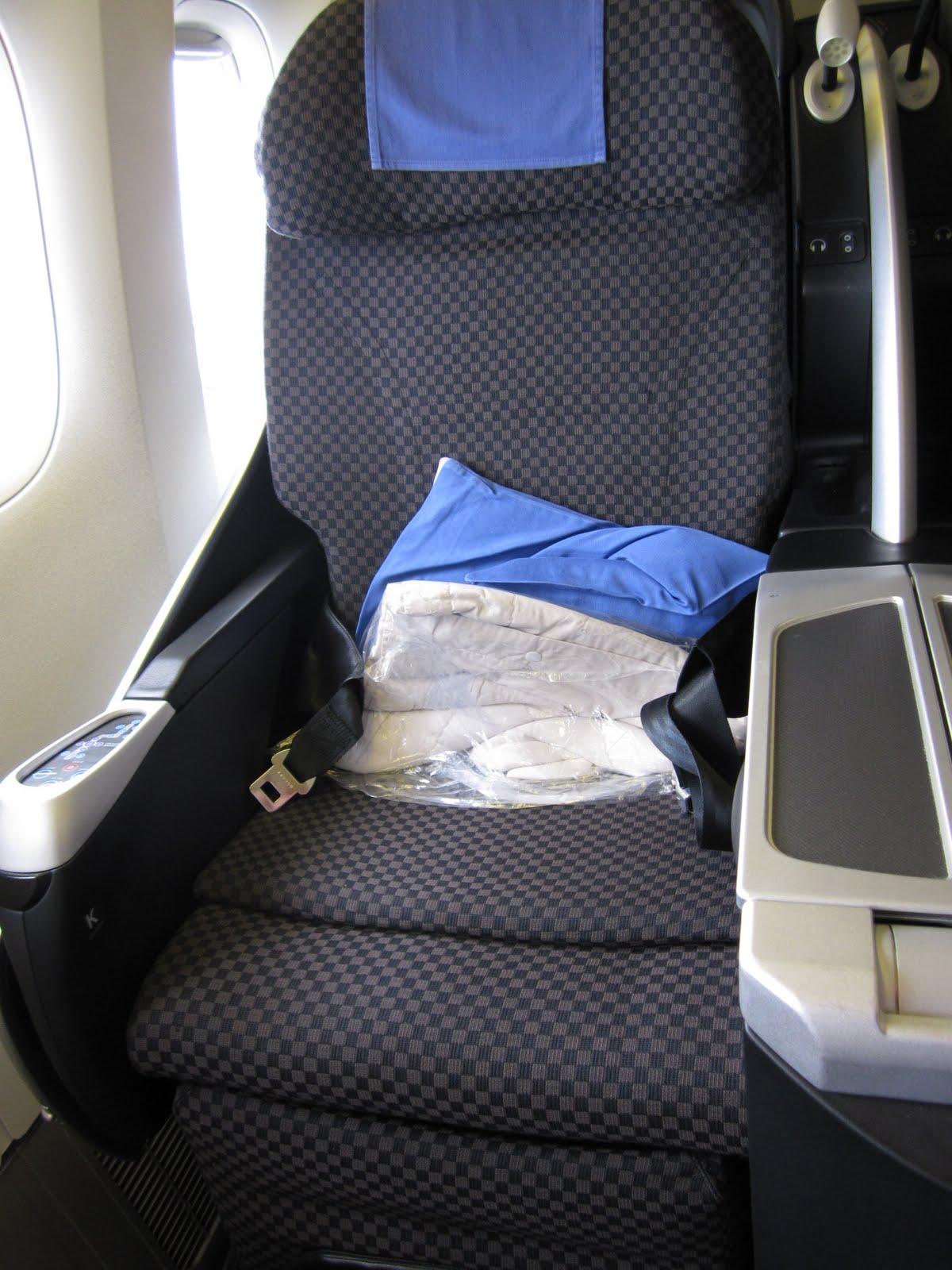 Travel Smart: [Airline Seats] Japan Airlines Executive Class Shell Flat Neo Seat - 日航商務艙體驗 JL 61 LAX to NRT