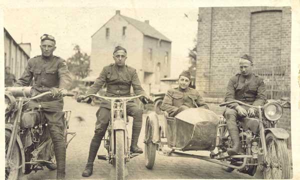 http://2.bp.blogspot.com/_vu5GdfwqBYo/S-h334UkePI/AAAAAAAAA40/gOTH3HqUjTI/s1600/WWI-Motorcycles.jpg