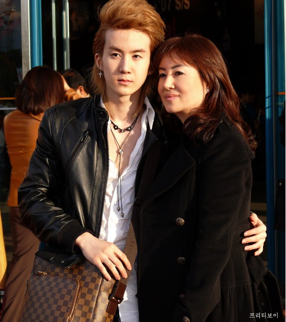 Another Pretty Sibling For Hyung Jun & Ki Bum?