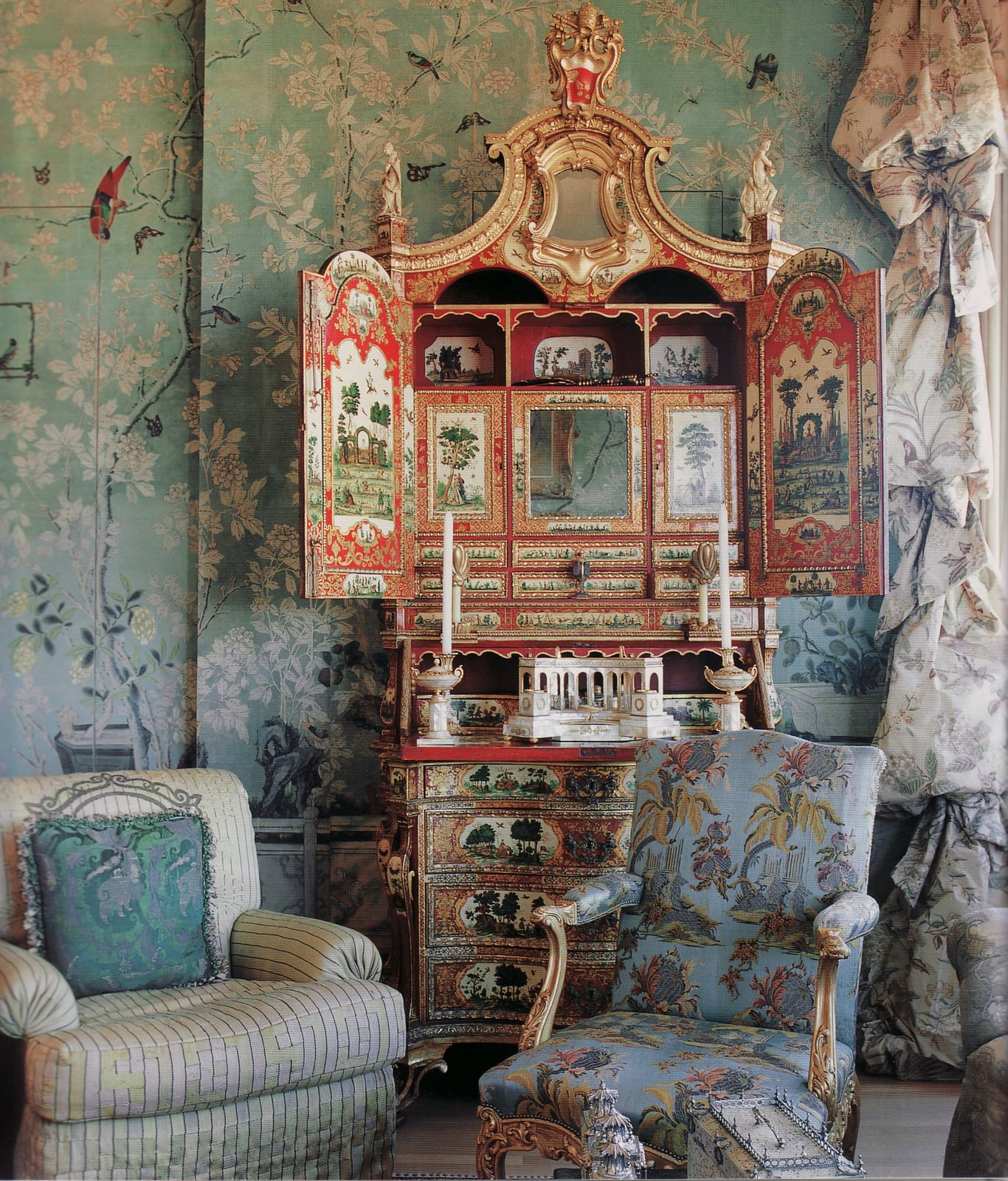 Classical Mural.Interior Design.: ANN GETTY.Pacific Heights Home .Chinoiserie Wallpaper.