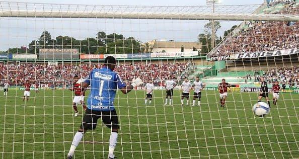 A penúltima rodada do Campeonato Brasileiro confirmou o rebaixamento do  Náutico (PE) e a classificação do Flamengo para a Taça Libertadores da  América de ... be4a7a2ebbd7c