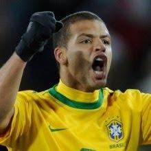 Felipe Melo O volante ficou marcado por sua expulsão na partida contra a  Holanda efd42175663cd