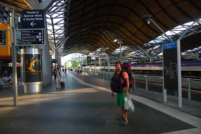 Aquí estoy en la estación de trenes de Melbourne, listo para ir a Portland