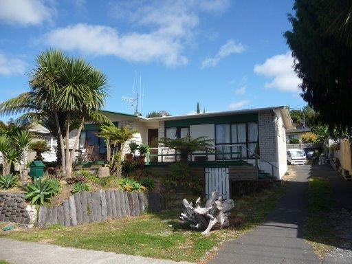Así se ve por fuera la casa de Tauranga. linda no?