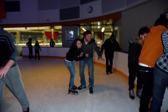 Aquí vamos que ya nos caemos patinando