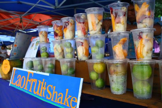Así se ven las ventas de comida, como esta que es Lao Fruit Shakes