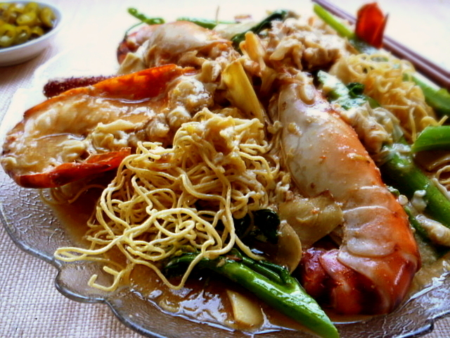 3 hungry tummies: Crispy Egg Noodles With Freshwater Prawns (Sang