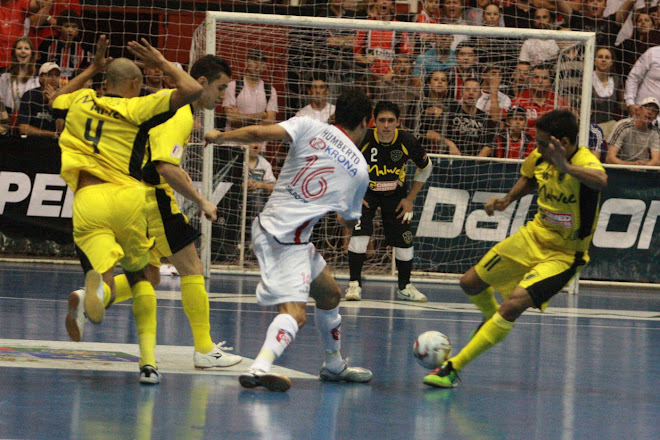 Falcao the King of Futsal saves Malwee but misses a Penalty kick : League Play offs
