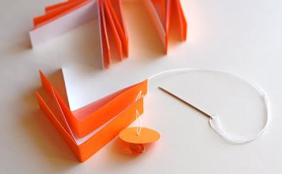 Полосатые новогодние шары из бумаги
