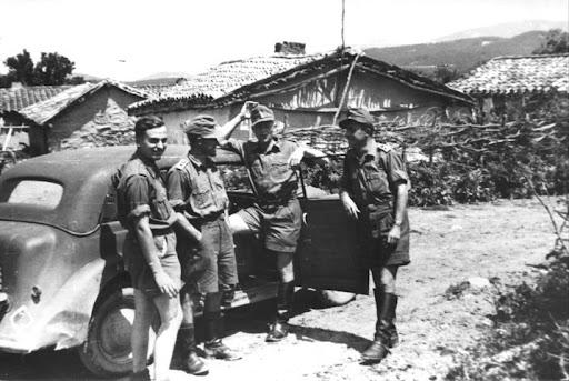Немецкие солдаты на улицах Судака