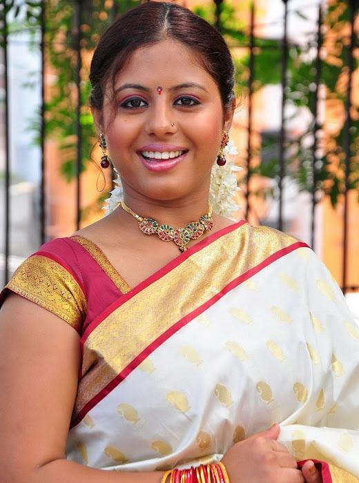 sunakshi masala in cool saree actress pics