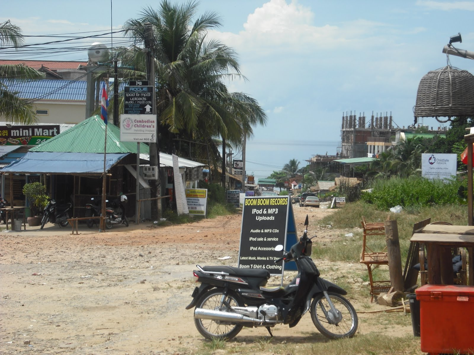 Harfang Perdu: Sihanoukville = poop