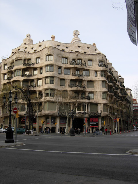 Antoni Gaudi, Solo Travel