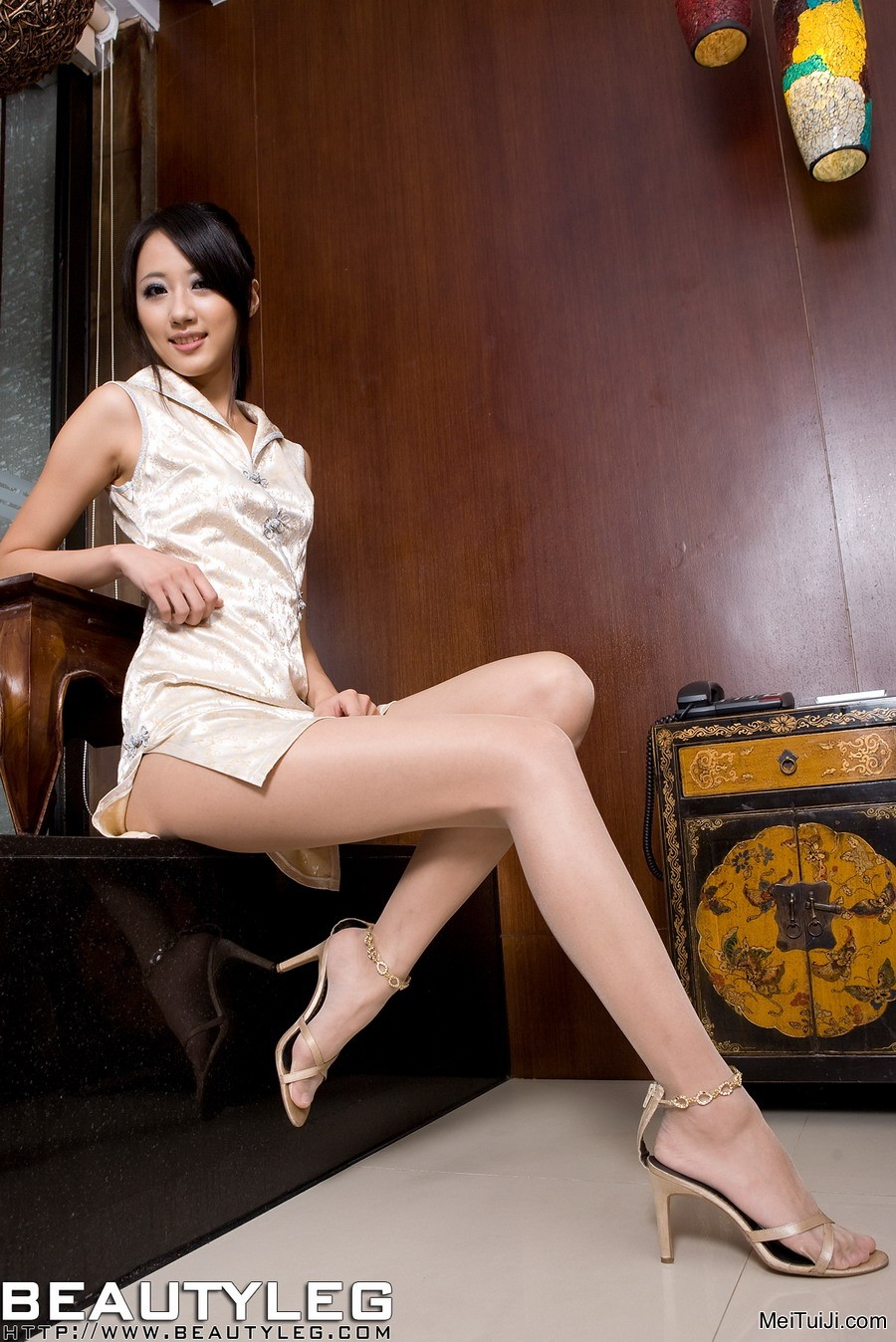 LIFE IS FUNNY JellyFishA beautyleg girl from china