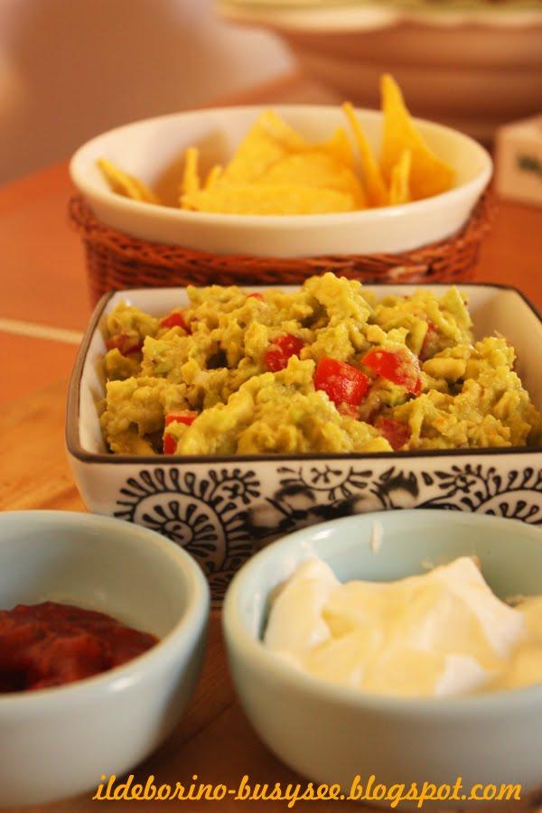 ildeborino Busy Bee Lunch  Fajitas di Pollo con Guacamole Panna Acida e Salsa Messicana or