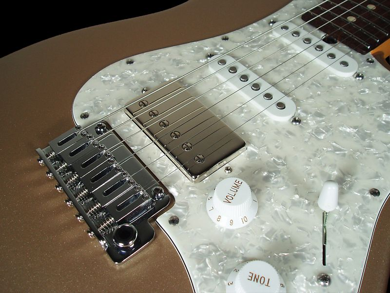 this suhr classic model is config'd similar to michael landau's suhr guitars,  with the fl hb in the bridge  it's 7 7 lbs and comes with large stainless