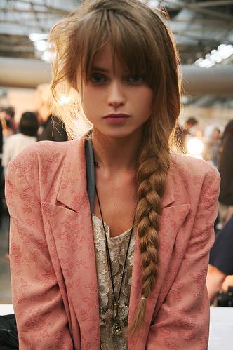Foto bij 1. Girls with braid