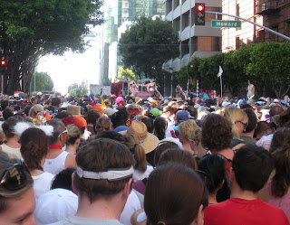 Crowds of 'racers' at Bay to Breakers in San Francisco