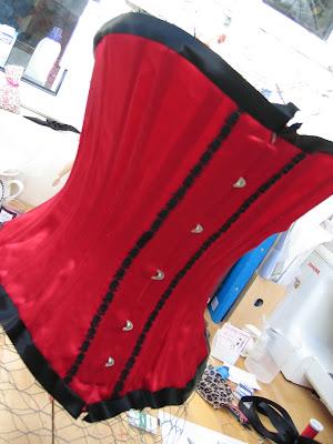 the corset channel chicken wire corset mannequin