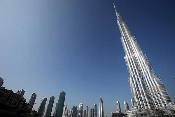 Unusual Kentucky Tom Cruise Climbs Burj Khalifa