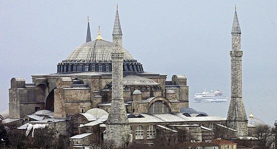 Termina a restauração da catedral de Santa Sofia em Istambul, após ...