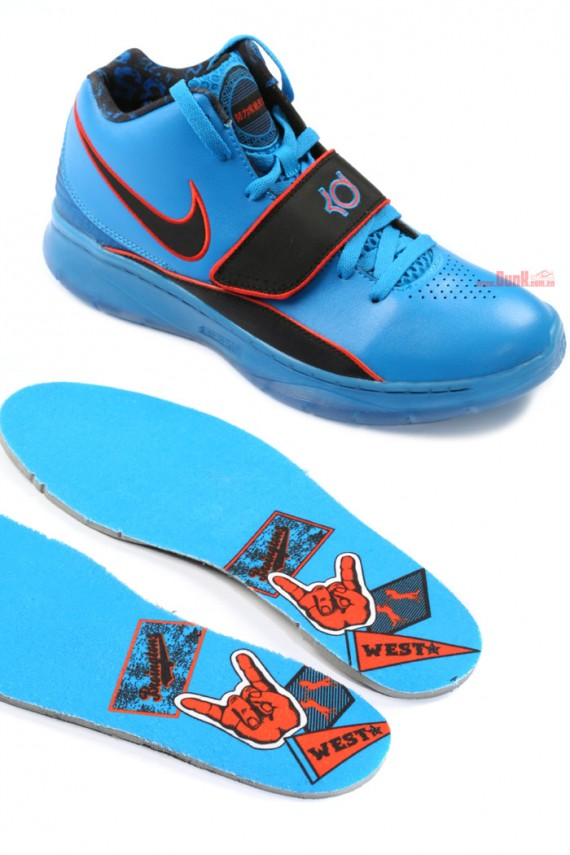 038317ca1c4 KD will move onto Cheng Du next and then finish his China tour in Shanghai  over the weekend. vial Nike KD II Supreme Dunk.com.cn