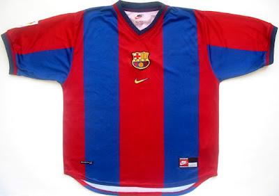 Temporada 1998 1999  Fue el primer año en que aparecía el swoosh en la  camiseta. Contrastaba con las anteriores camisetas de la marca italiana  Kappa y los ... 61c7feeda5c9d