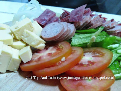 Resep Pizza Sosis & Daging Asap JTT