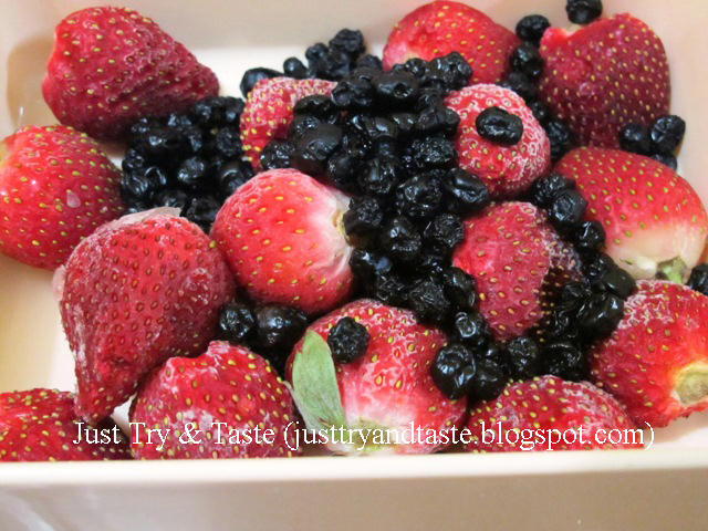 Resep Smoothie Yogurt, Strawberry, dan Blueberry JTT