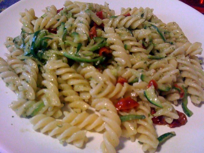 Cucina e cammino pasta zucchine pomodorini e pesto for Spaghetti ricette