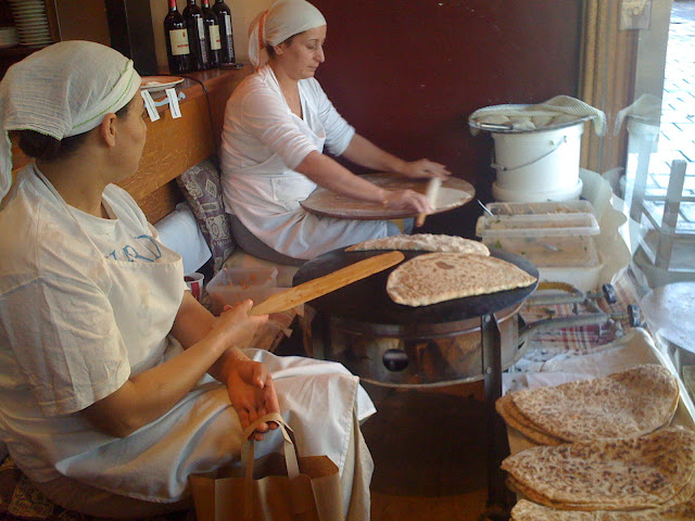 making fresh turkish flat bread, Ekmek