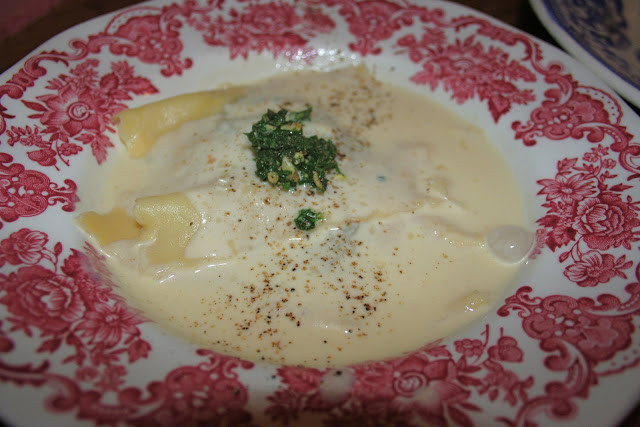 fresh ravioli stuffed with a mix of mushrooms, onion capuccino sauce