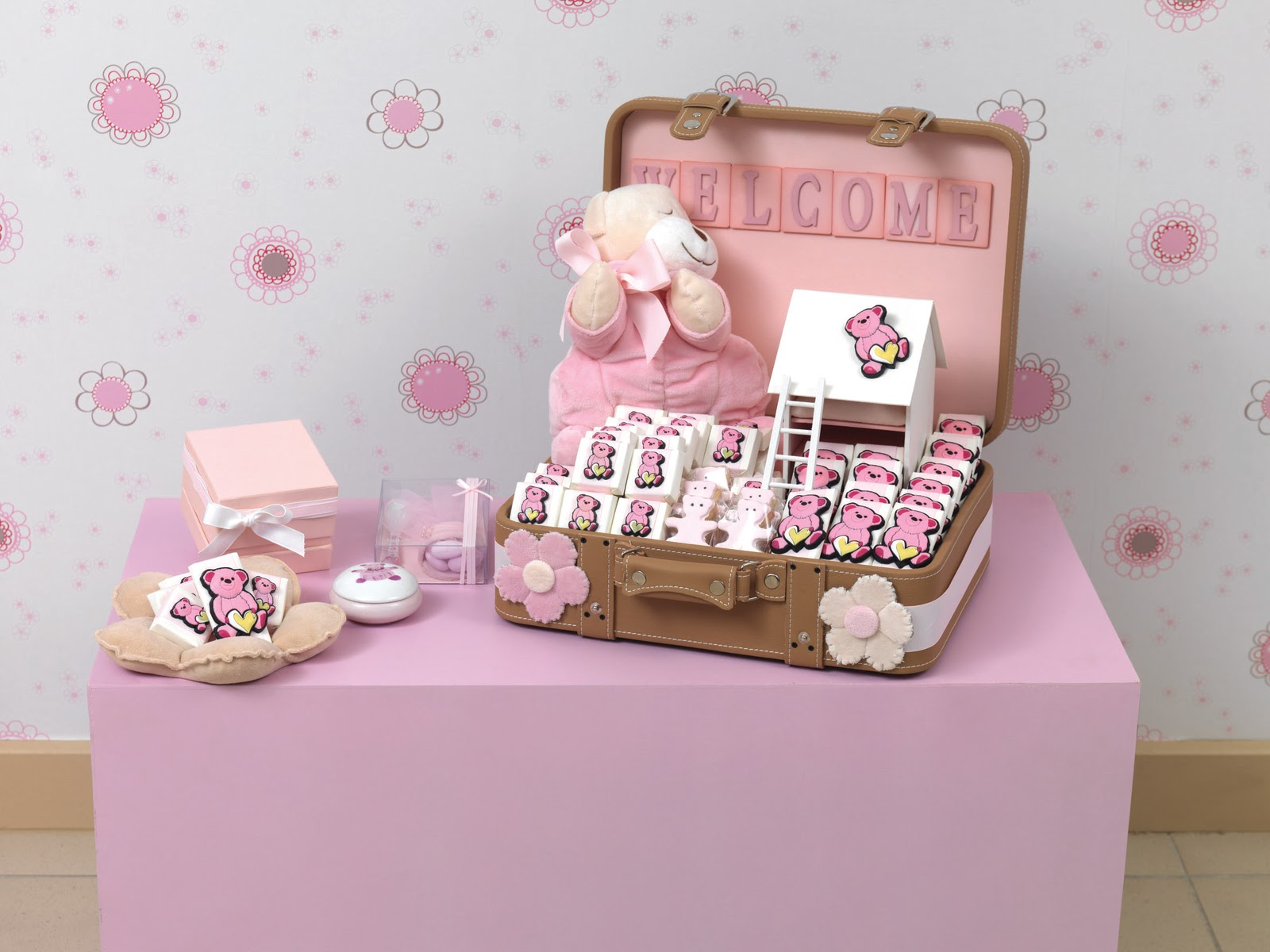 Teddy Bears Butterflies Flowers Stars And Animals Adorn Patchi Baby Chocolates Souvenirs One May Choose From The New Collections Introduced Every