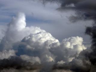 Nubes de tormenta sobre Sevilla 02