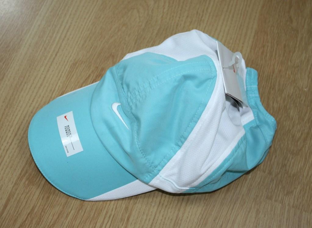 Sin alterar Dos grados Seguir  Gorros 2010: Gorro Nike Feather Light Junior Celeste Con Blanco