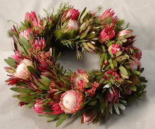 Beautiful Christmas wreath decorated with flowers wallpaper