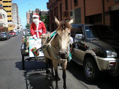 Papá Noel va en burro
