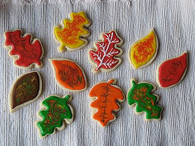 An overhead photo of an assortment of thanksgiving cookies.