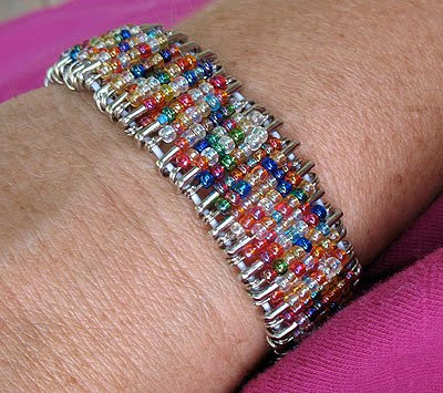My Daughter Came To Me One Day And Said She Saw These Really Cool Bracelets Made From Safety Pins Beads As Luck Would Have It I Had Just Seen