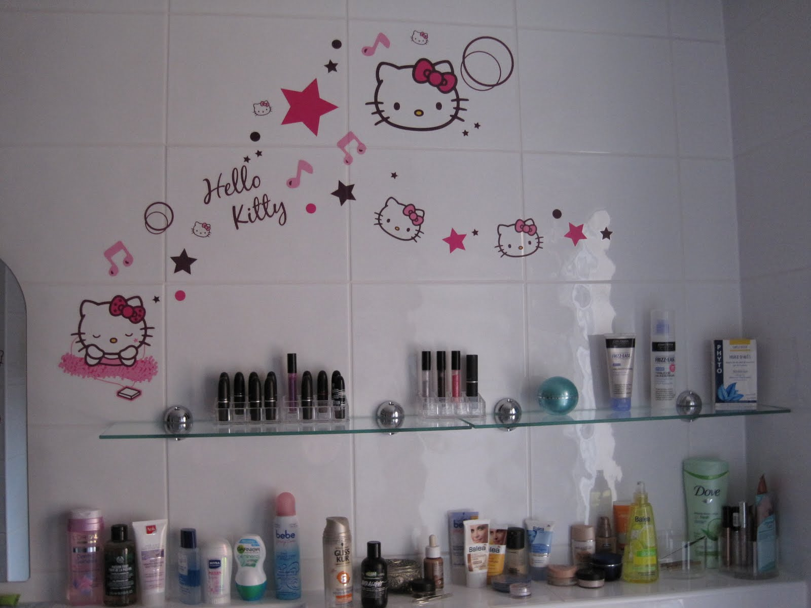 kleinesmau make up blog hello kitty power im bad. Black Bedroom Furniture Sets. Home Design Ideas
