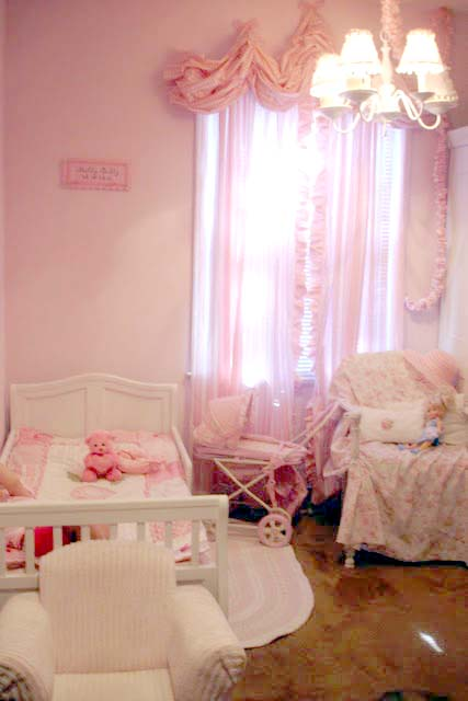 Remodelaholic it 39 s so very darling shabby chic girl 39 s for Shabby chic bedroom ideas for girls