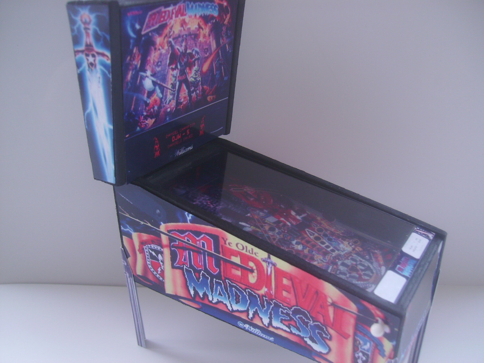 Retro Heart Medieval Madness Pinball Table Model