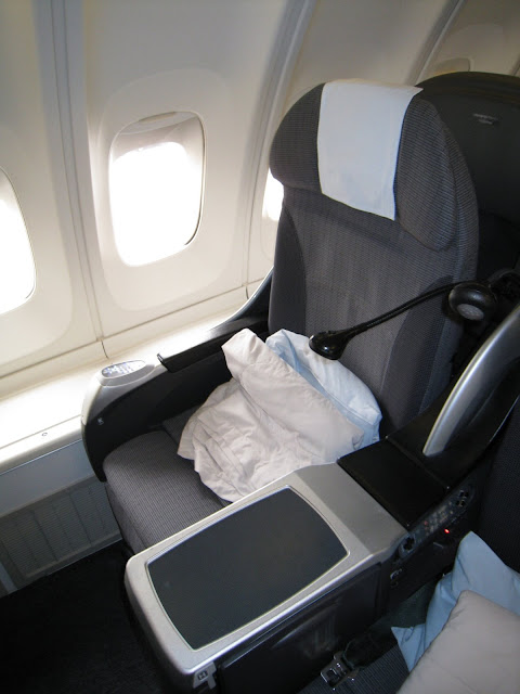 JAL Shell Flat seat on 747-400 upper deck